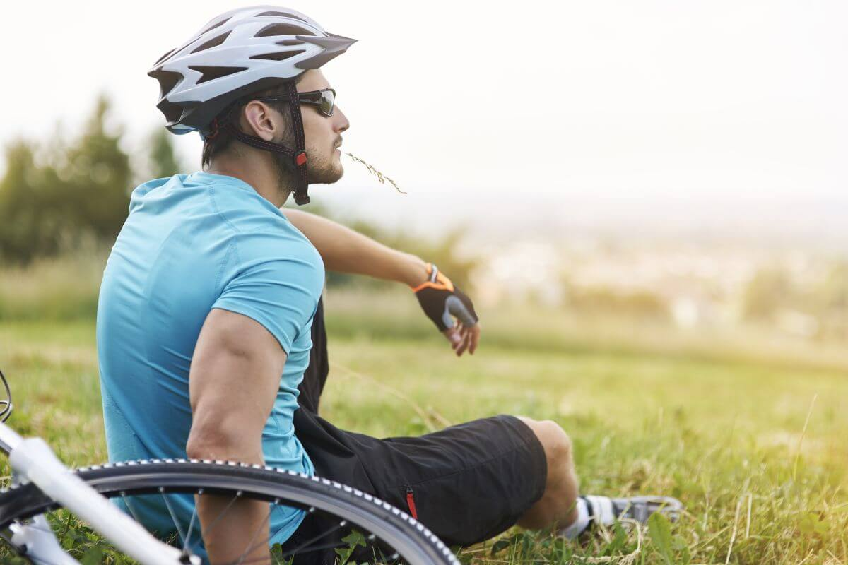 cyklista-na-trave